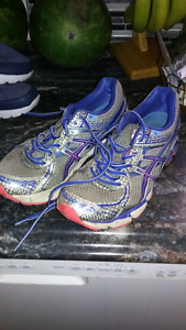 Ladies Shoes. Size 8.5 to 10