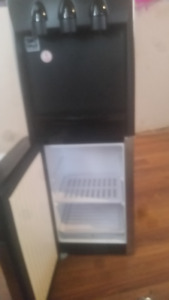 FREE-STANDING FILTERED WATER DISPENCER WITH MINI FRIDGE REG 600$