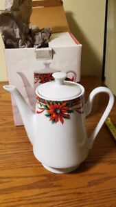 Festive tea pot-large size
