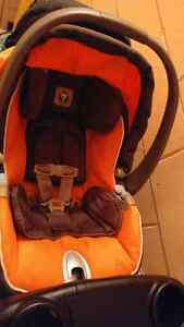 Orange and brown car seat for sale Kingston Kingston Area image 2