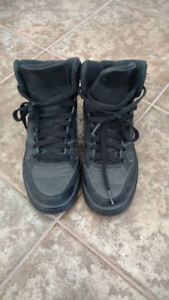 Size 7.5 Nike running shoes