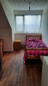 Room to Rent (just off Dewsbury Rd ls11 Beeston)