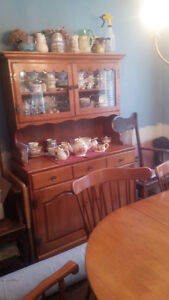 Roxton Hutch, Buffet,6 Chairs & Dining Table