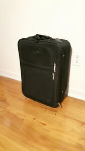 18'' Carry on luggage / valise LACHINE West Island Greater Montréal image 1