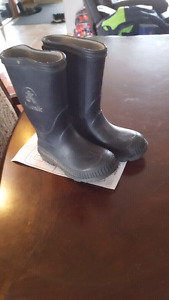 8T rubber boots