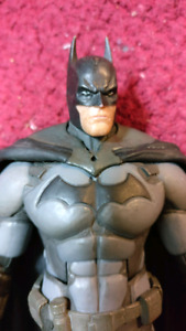 BATMAN Arkham Origins Like New Action Figure