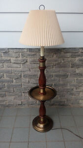 VINTAGE WOODEN SIDE LAMP TABLE