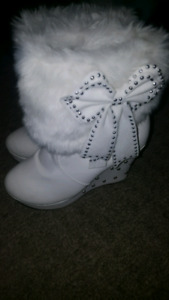 White Heel Bow Booties size 5.5
