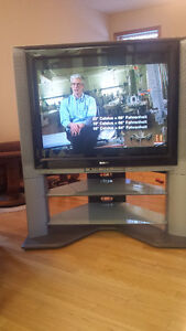 Sony Trinitron KV40-XBR700 with stand