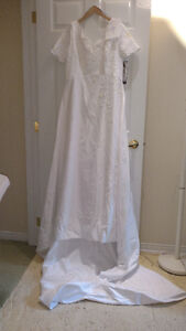 Sample wedding gowns.  UPCYCLE! $40 - DRESS 9