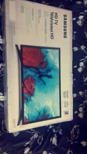 "New sealed in the box Samsung 32"" Smart LED TV"