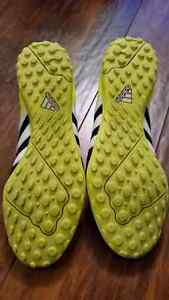 Indoor soccer turf shoe Size 10.5 Cambridge Kitchener Area image 5