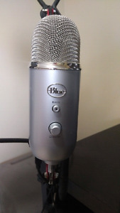 Blue Yeti USB Microphone with adjustable arm and pop filter