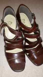 NWOT - Womens Leather Open Toe Shoes