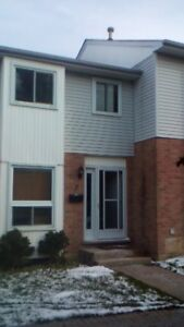 3 Bedroom Townhouse/Condo on Deveron Crescent/Pond Mills Area!