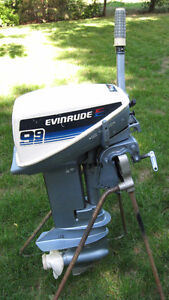 9.9HP Evinrude Outboard Motor (1981 MINT)