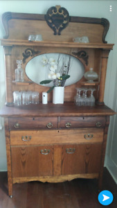 Estate sale - very well kept old Buffet / Hutch