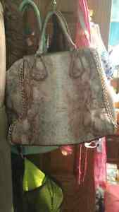 Guess purses for sale  Kawartha Lakes Peterborough Area image 2