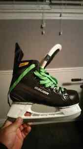 Size 4 Bauer worn for less then 20 min.  Cambridge Kitchener Area image 1