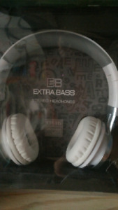 Plug in head set extra bass white EB sport $30