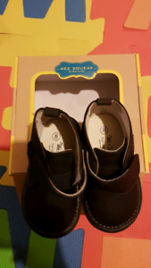 Squeaky shoes size 8