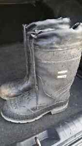 Adult steel toe rubber boots