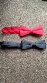 2x Bow ties