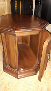INTERESTING RETRO END TABLE,(or small Coffee Table ?) SOLID Wood Cambridge Kitchener Area image 2