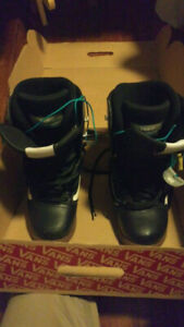 Youth US 8 Vans Mantra snowboard boots