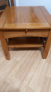 SOLID WOOD END TABLE WITH PULL OUT SHELF