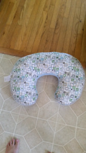 Nursing pillow n pregnancy pillow