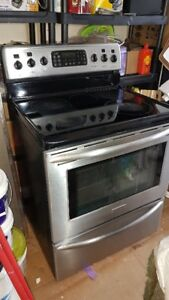 Frigidaire Stainless steel Glass Top Stove mint Condition