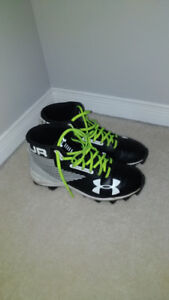 Under Armour Boy's/Youth Football Cleats - Size 5.5