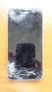 HTC 10 Cell Phone – BELL NETWORK – Shattered Screen