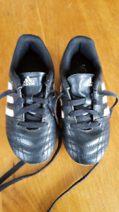 Girls size 10 soccer shoes
