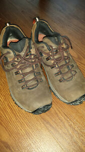"MEN's or BOY's SIZE 8 Merrell ""Vibram"" HIKING SHOES A+++ cond."