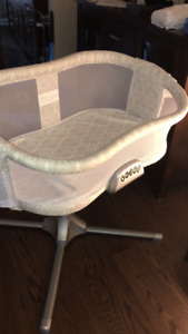 Halo Bassinet with newborn insert for sale
