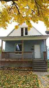 Two bedroom apartment in central triplex with laundry Sarnia Sarnia Area image 1