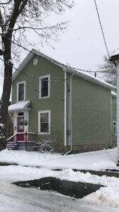 5 Bedroom close to Campus - Available May 1