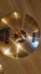 Plusieurs cymbales Sabian et Zildjian 20$, Banc Pearl 40$..