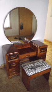 Beautiful vanity /make-up desk.