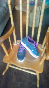 Heely's worn once. Girls size 13