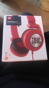 Unopened JBL SYNCHROS E30 HEADPHONES WITH MICROPHONE