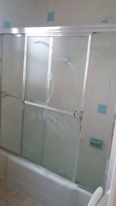 Shower door for bathub