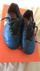 Kids Nike soccer cleats/shoes size 1