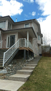 Executive 2 bed, 2 bath suite, available immediately $1400