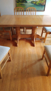 Solid oak table, 8 chairs, buffet and hutch