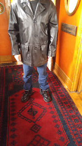MENS DANIER REAL COWHIDE LEATHER JACKET -AS NEW SHAPE $40.FIRM