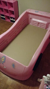 Pink twin size car bed Windsor Region Ontario image 2