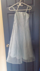 BEAUTIFUL DAINTY LIGHT BLUE JUNIOR PROM/BRIDES MAID DRESS